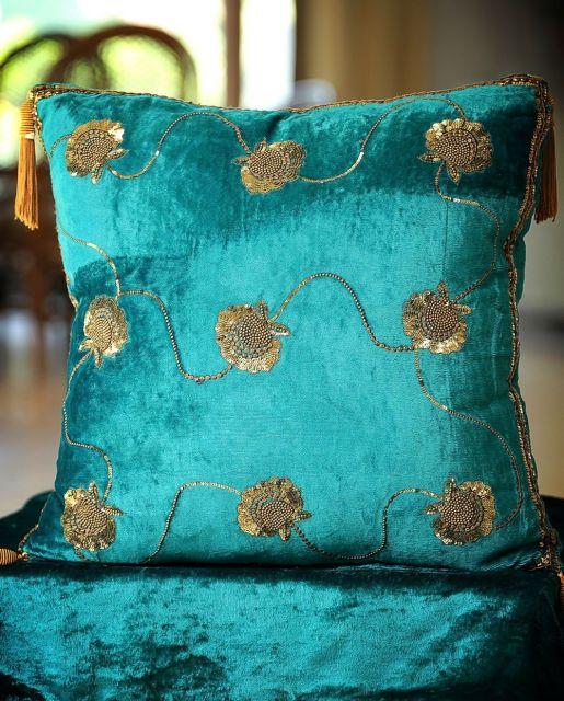 almofadas bordadas com miçangas