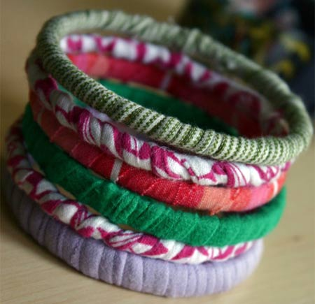 Pulseiras da moda feitas com retalhos de malha
