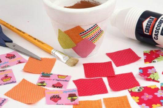 Veja como fazer patchwork com retalhos de tecidos em vasos