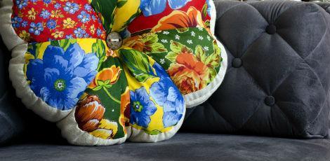 Almofada florida para favorecer sua decoração