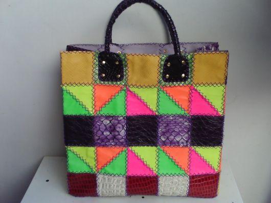 Bolsa feita com retalhos de couro