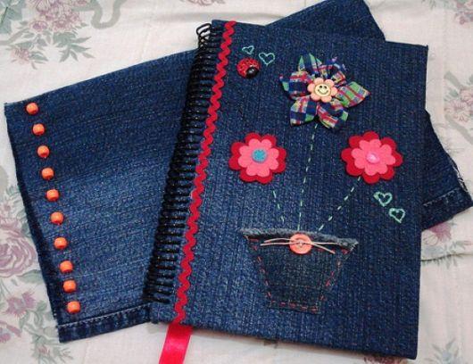 Faça capas de cadernos e agendas com jeans
