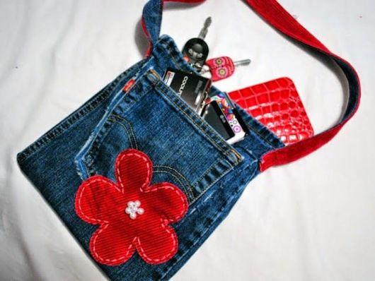 Você também pode fazer uma carteira ou bolsa pequena de jeans