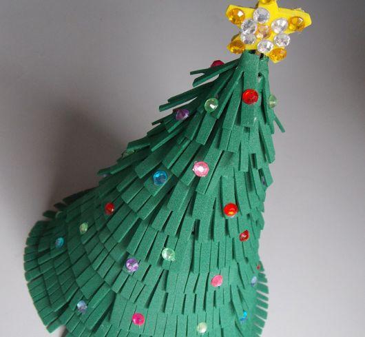 Árvore de Natal de EVA grande com bolinhas coloridas
