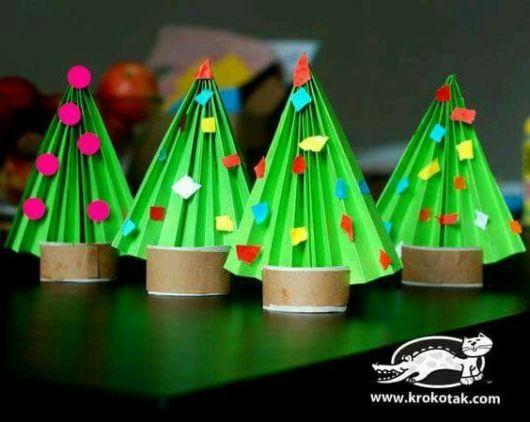 pinheiro de natal feito de papel