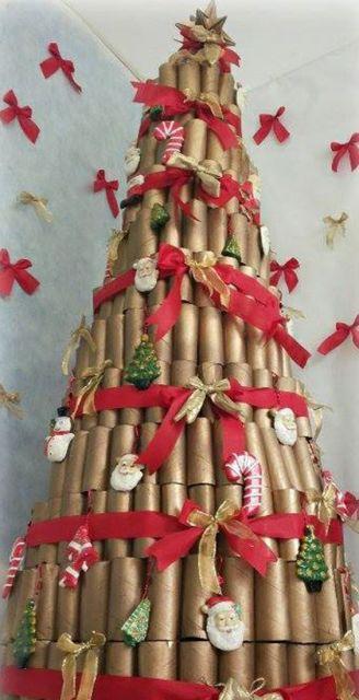 árvore grande de rolo de papel higiênico