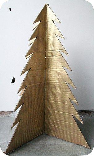 árvore grande de papelão