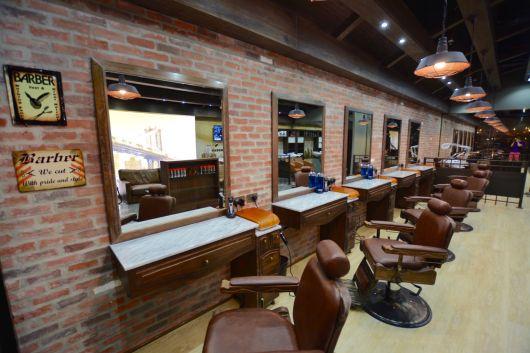 Uma barbearia pode ter várias cadeiras, depende do porte do estabelecimento