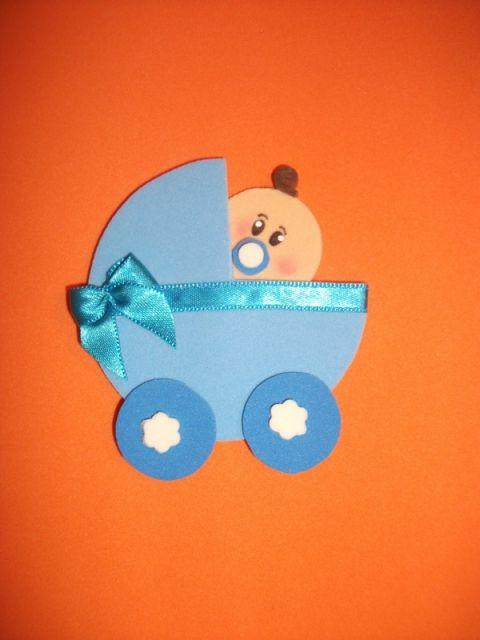 bebê em eva carrinho azul