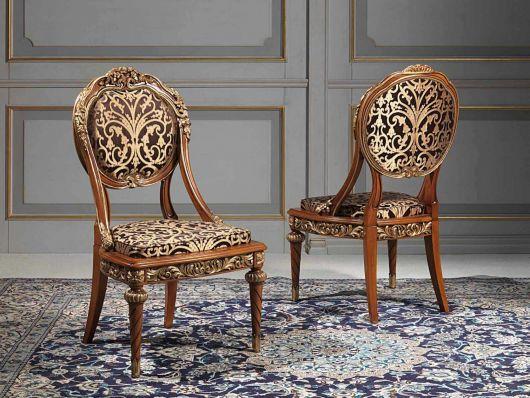 A cadeira medalhão é clássica e oferece charme ao ambiente