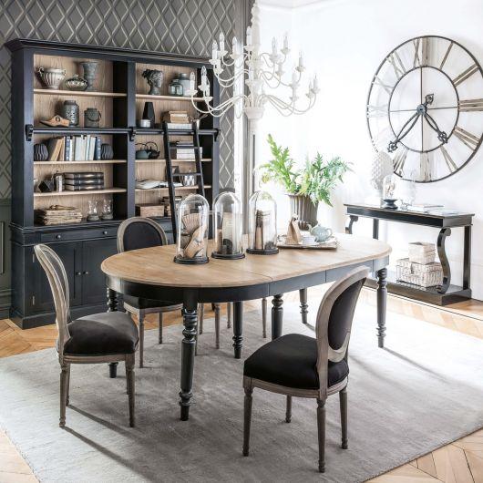 Decoração de sala com cadeira medalhão preta