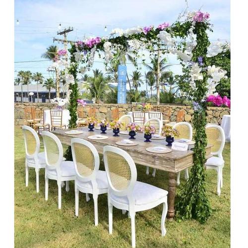 cadeiras medalhão para decorar festas de casamento