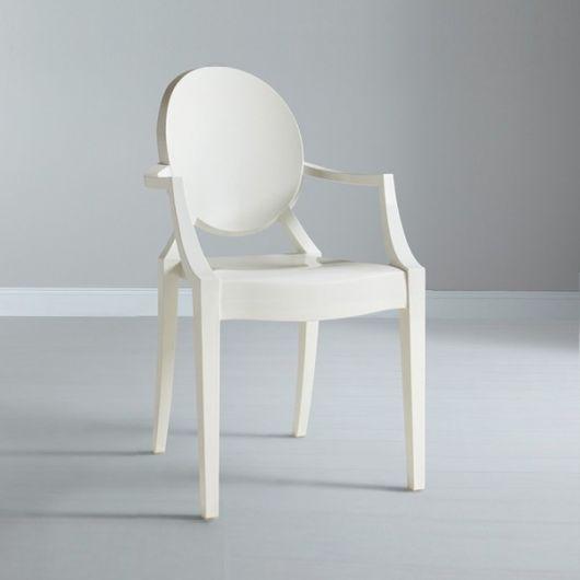 Cadeira medalhão branca moderna com braços