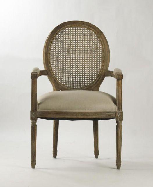 Cadeira medalhão clássica de madeira
