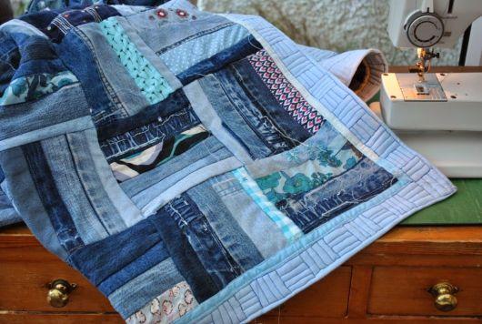 Colcha de retalhos jeans com borda azul