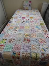 colcha de retalhos delicados com crochê