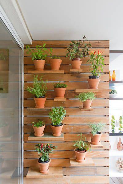 horta vertical com vasos