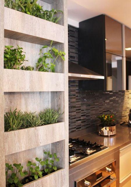 cozinha planejada com horta de temperos