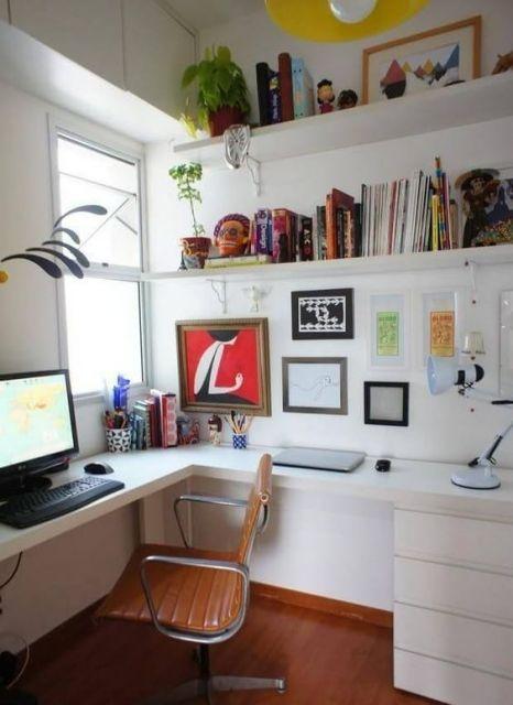 escrivaninha branca com gavetas