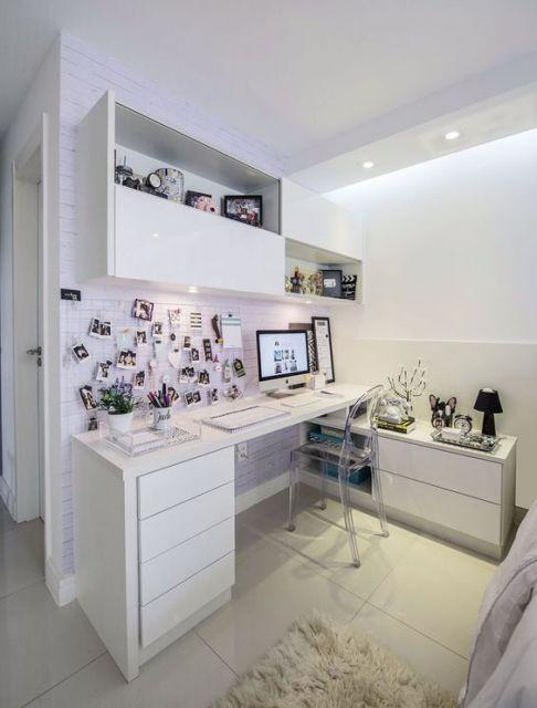 escrivaninha com gavetas brancas