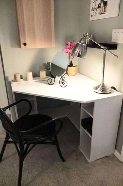 escrivaninha branca pequena
