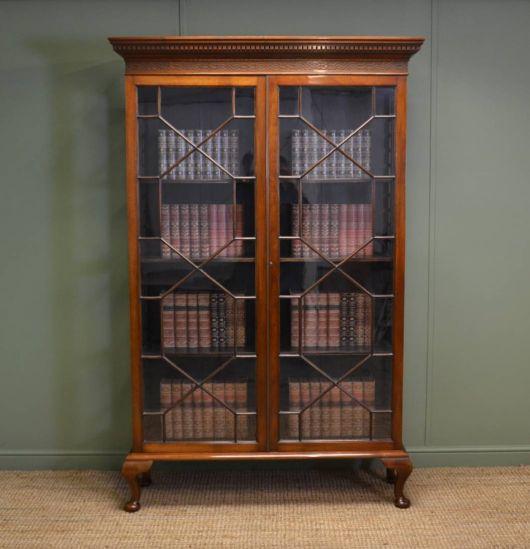 Outra possibilidade para a decoração retrô é investir em móveis antigos de madeira