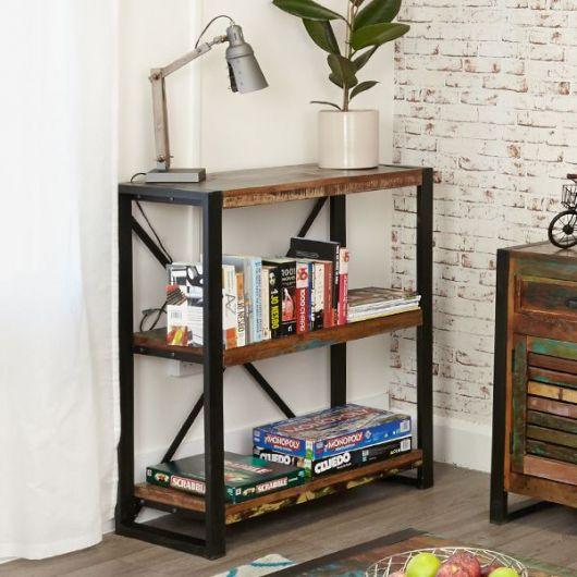 Modelo de estante ideal para compor ambiente com decoração retrô