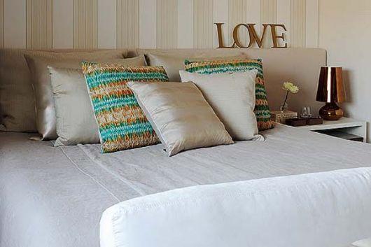 quarto de casal com letras mdf.