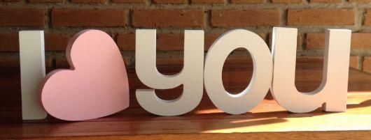 letras de mdf com palavra i love you.