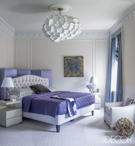 luminárias modernas em quarto de casal clássico
