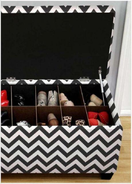 Puff quadrado com baú interno separado em nichos, ótimo para guardar calçados