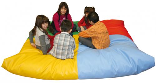 Puff super colorido para acomodar várias crianças