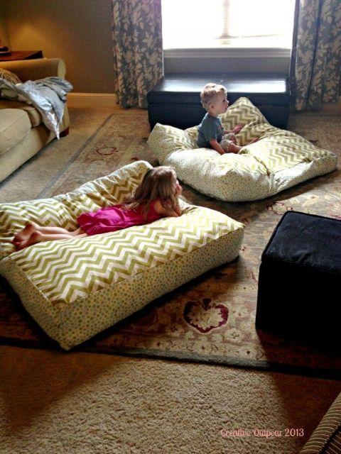 Puff grande para as crianças assistirem televisão, por exemplo