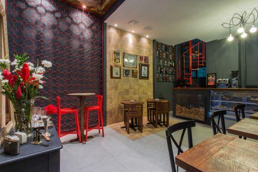 Em bares de luxo e com uma proposta gourmet e alternativa os quadros são perfeitas opções decorativas