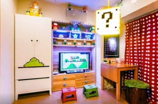 Luminárias, adesivos e uma variedade de acessórios podem compor o cenário de um quarto nerd!