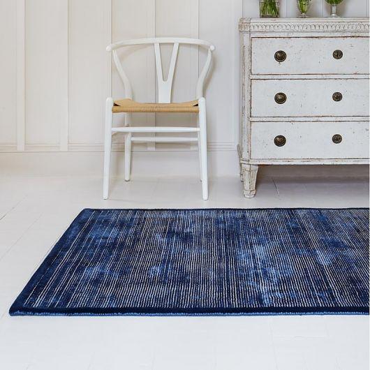 Dica de tapete azul mesclado com cinza