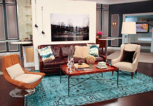 Decoração de sala com tapete azul turquesa