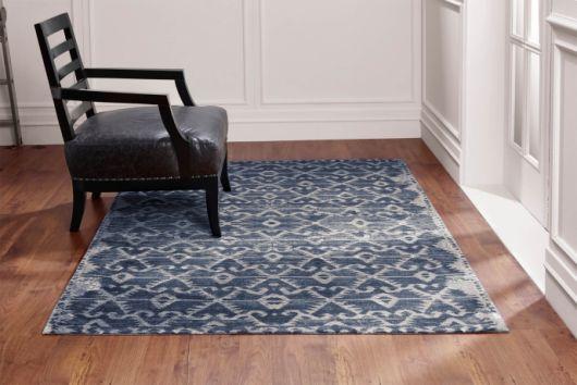 Os tapetes estampados ajudam a decorar salas