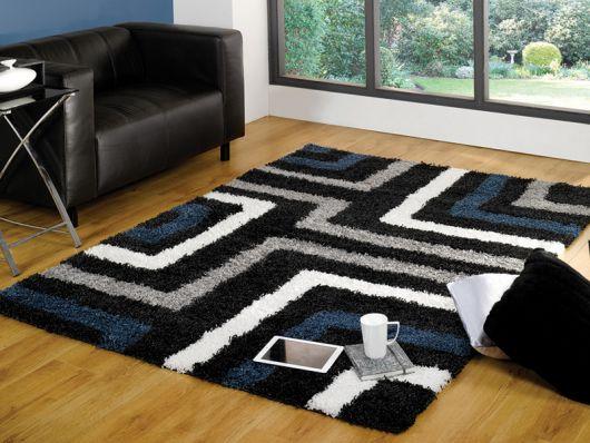 São muitas as opções de tapetes estampados com azul e cinza