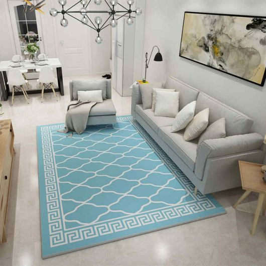 O tapete azul bebê com estampa pode transformar a sua sala