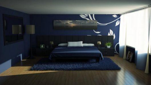 Coloque o tapete azul embaixo da cama de casal