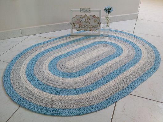 Inspiração de tapete azul oval de crochê
