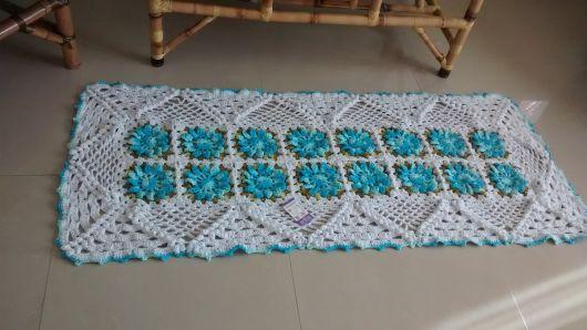 Os tapetes de crochê podem decorar salas, varandas, cozinhas, etc