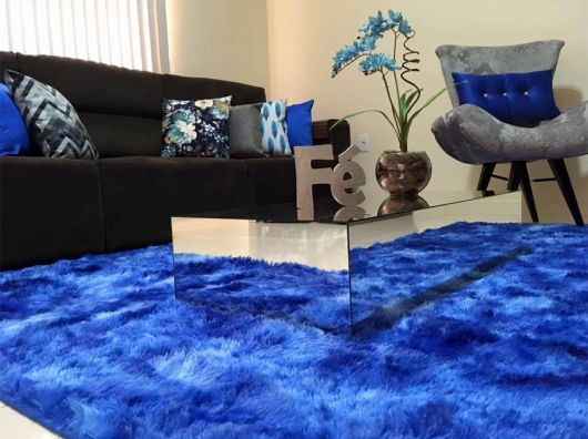 Tapete azul royal para sala