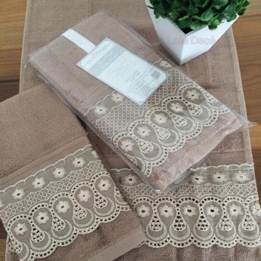 Kit de toalhas cáqui, que são bem chiques