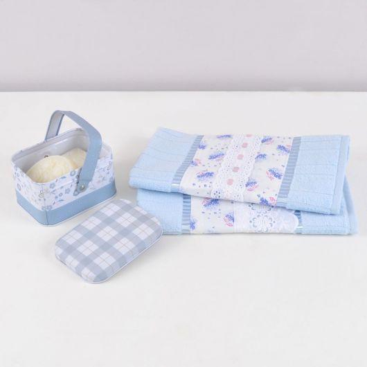Veja ideia de kit presente com toalhas e sabonete