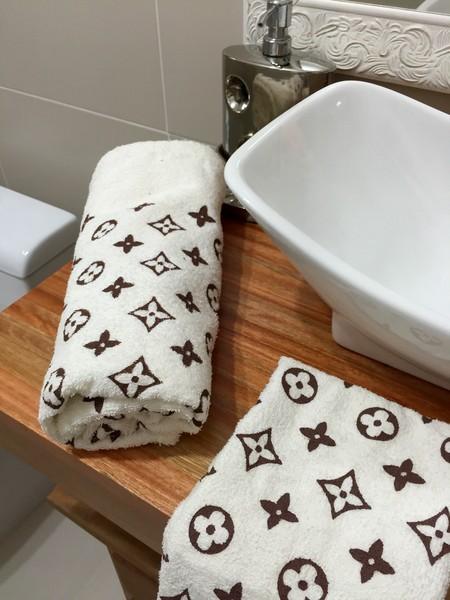 Aposte nas estampas clássicas para as toalhas de lavabo