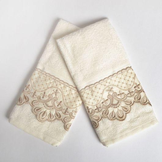 Duas toalhas delicadas para lavabo