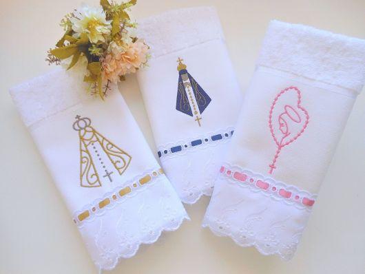 Toalhas com bordados religiosos para presentar