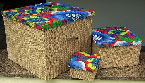 Essas caixas lindas são exemplos de artesanato com juta e chita